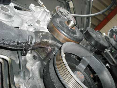 ダッジ ラムピックアップ水漏れ修理 ウォーターポンプ交換
