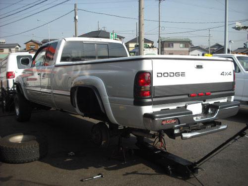 ダッジ ラム ピックアップ トラック 修理 ブレーキホイルシリンダー交換