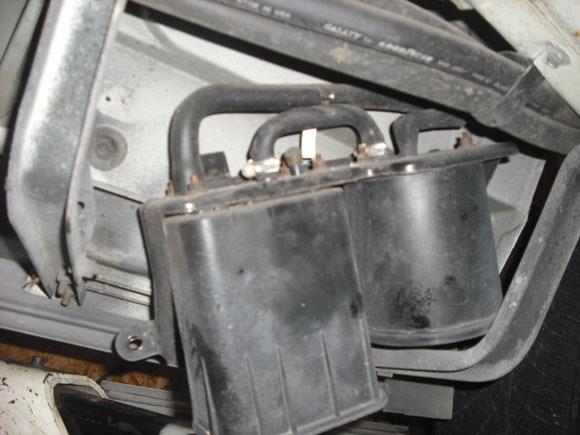 ダッジ ラムバン 修理 EVAPキャニスターホース交換