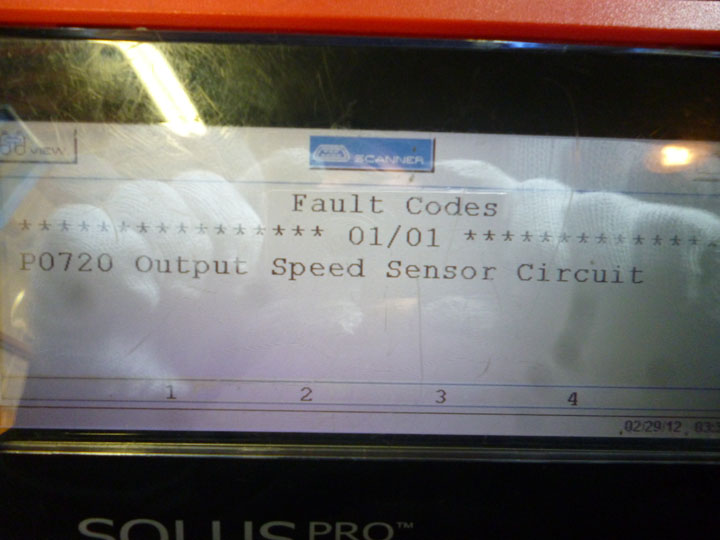 ダッジ ラムピックアップ 修理 ATアウトプットスピードセンサー交換