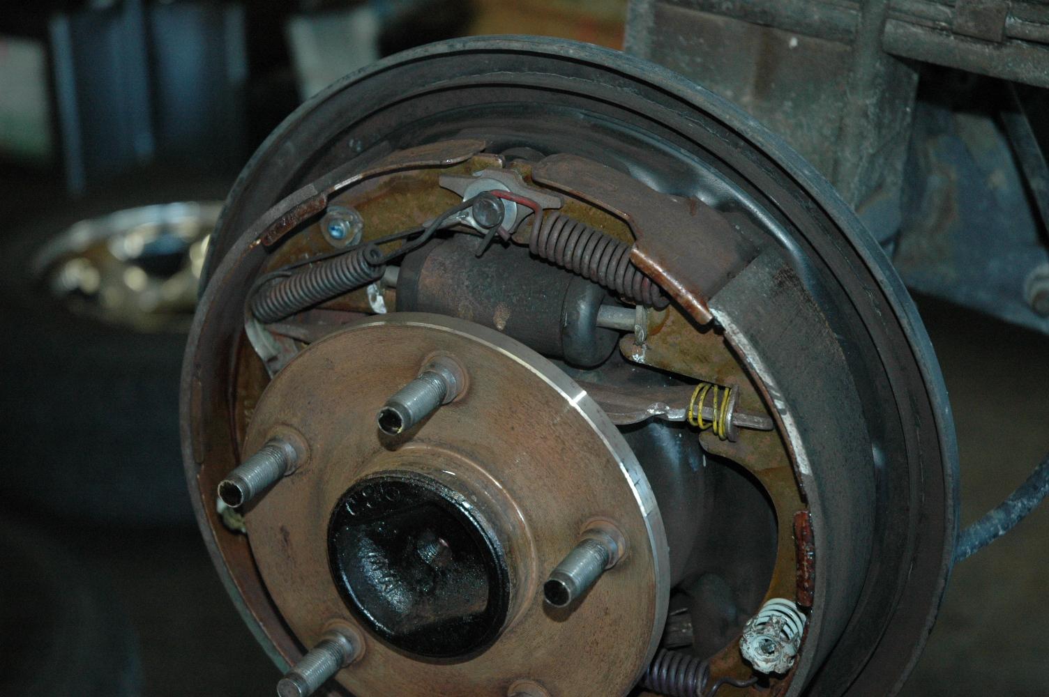 ダッジ ラムトラック リアブレーキホイルシリンダー交換