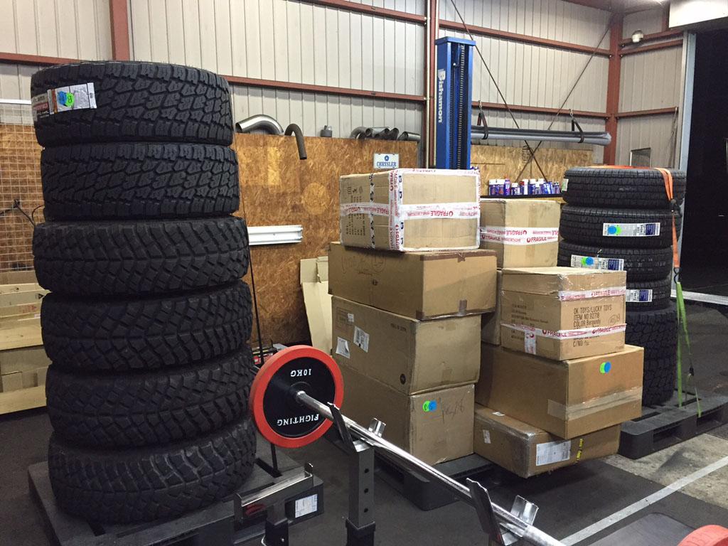 タイヤなどのパーツ入荷しました。