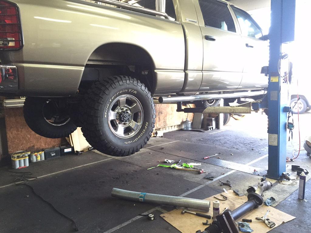 ダッジラムトラック サイレンサーの取り付け。