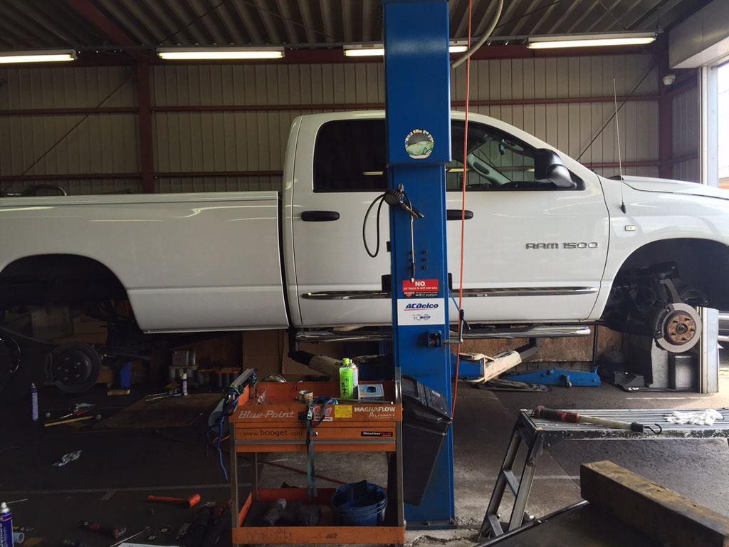 05y ダッジラムトラックの納車整備中